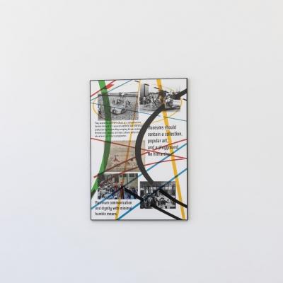 """Céline Condorelli, """"Study for Playgrounds (Lina Bo Bardi, first proposal for a Museu de Arte de São Paulo, 1965)"""", 2017, widok wystawy, FRAC Lorraine (Francja), fot. Fred Dott, dzięki uprzejmości artystki: Fotografia przedstawiająca dynamiczną kompozycję złożoną z przecinających się linii, typografii oraz fotografii. Oprawę pracy zwieńcza minimalistyczna czarna rama zamykająca kompozycję."""