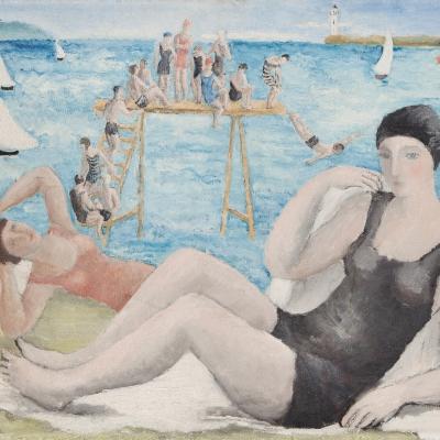 """Alicja Halicka, """"Na plaży"""", ok. 1920, olej na płótnie, kolekcja Marka Roeflera / Villa la Fleur, Konstancin Jeziorna: Dwie kobiety leżą na plaży: jedna z nich ubrana jest w czarny kostium i czepek, druga w pomarańczowy kostium i brązowy czepek. W tle jest kolejka ludzi, którzy skaczą do wody z rampy."""