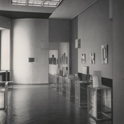 Sala Neoplastyczna, Muzeum Sztuki w Łodzi, 1948 Projekt: Władysław Strzemiński, widok sprzed 1951 roku Archiwum Muzeum Sztuki, Łódź