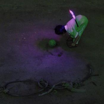 Zhou Tao, kadr z filmu Fan Dong (Światowa jaskinia), 2017, jednokanałowa projekcja 4K UHD, kolor i dźwięk,  47'53'', dzięki uprzejmości artysty i Vitamin Creative Space