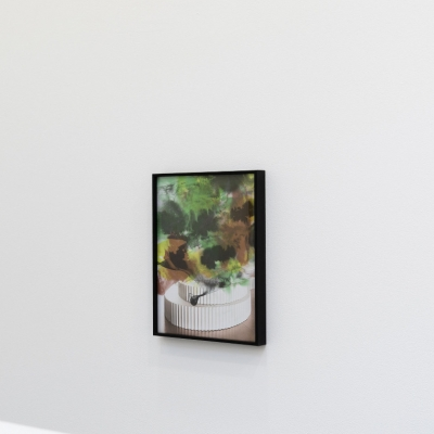 """Céline Condorelli, """"Zanzibar"""", 2019, installation view, FRAC Lorraine (France), photograph by Fred Dott, courtesy of the artist.: The photograph shows one of the elements of the exhibition. The artwork presents a three-layered, irregular solid with rhythmic, pointed sides. The upper part of the photo composition has been arranged with soft watercolors in the colors of the earth."""