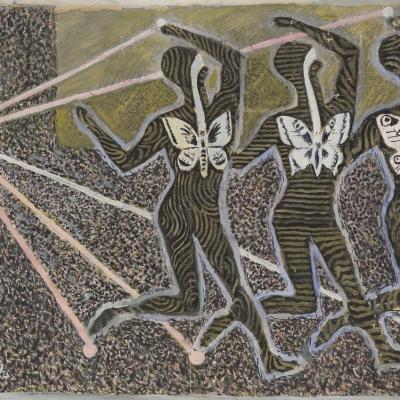 """Jerzy Janisch, """"Bez tytułu (Getto)"""", po 1945, gwasz, malarstwo, z kolekcji Muzeum Sztuki w Łodzi: Trzy nieokreślone postacie pokryte paskami mają w środku białe motyle. Postacie mają podniesione ręce, z rąk i stóp wychodzą pasy, które schodzą się przy małym kółku po lewej stronie."""