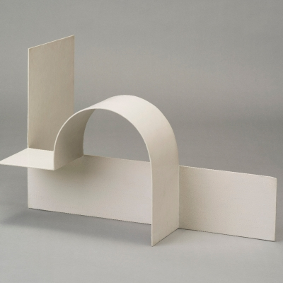 "Katarzyna Kobro, ""Spatial Composition (3)"", 1928, steel, oil paints, collection of Muzeum Sztuki, Łódź: A white, steel scultpure"