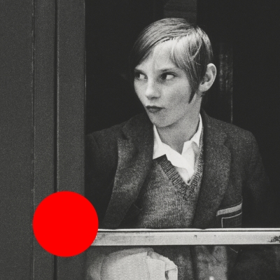 """Identyfikacja wizualna: Punkt Widzenia (na podstawie: Ewa Rubinstein, """"Dziewczyna w pociągu"""", 1969 r., fotografia czarno-biała, z kolekcji Muzeum Sztuki w Łodzi)"""