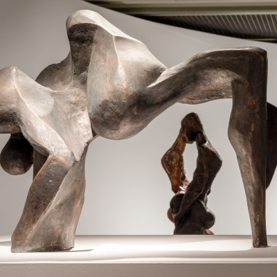 Widok wystawy, fot. A. Zagrodzka  [ Na pierwszym planie znajduje się rzeźba Ludmily Stehnovej