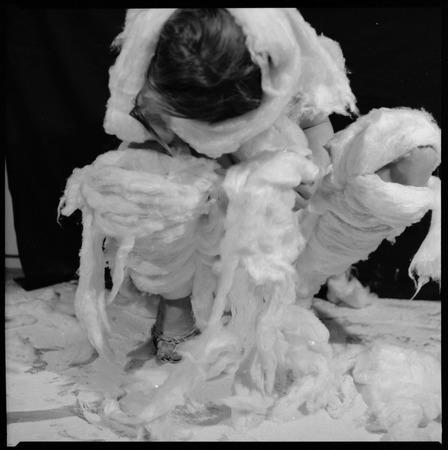 """Teresa Tyszkiewicz, """"Wata"""", 1981, fotografia czarno-biała, dzięki uprzejmości artystki"""
