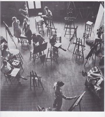 Zdjęcie z pracowni Fernanda Légera w Académie Moderne (104 Boulevard de Clichy, Paryż), u góry po lewej: Nadia Léger wraz z córką Wandą, ok. 1952 / © Estate of Nadia Léger, Francja