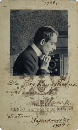 """Wacław Szpakowski, """"Autoportret"""", fotografia czarno - biała, 1902, z kolekcji Muzeum Sztuki w Łodz"""