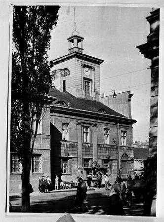 Pierwsza siedziba Muzeum Sztuki w Łodzi (wówczas Miejskie Muzeum Historii i Sztuki im. J. i K. Bartoszewiczów) przy Placu Wolności