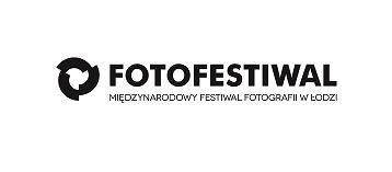 Grafika przedstawia logotyp Fotofestiwalu. Na środku znajduje się napis