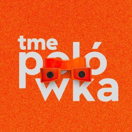 LOGO TME POLÓWKA, biały napis na pomarańczowym tle